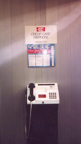 "Italy's credit card only phone.</BR>Sent in by: Blue Calx</BR><span class=""date-display-single"" property=""dc:date"" datatype=""xsd:dateTime"" content=""1999-04-20T00:00:00+00:00"">Apr 20, 1999</span>"